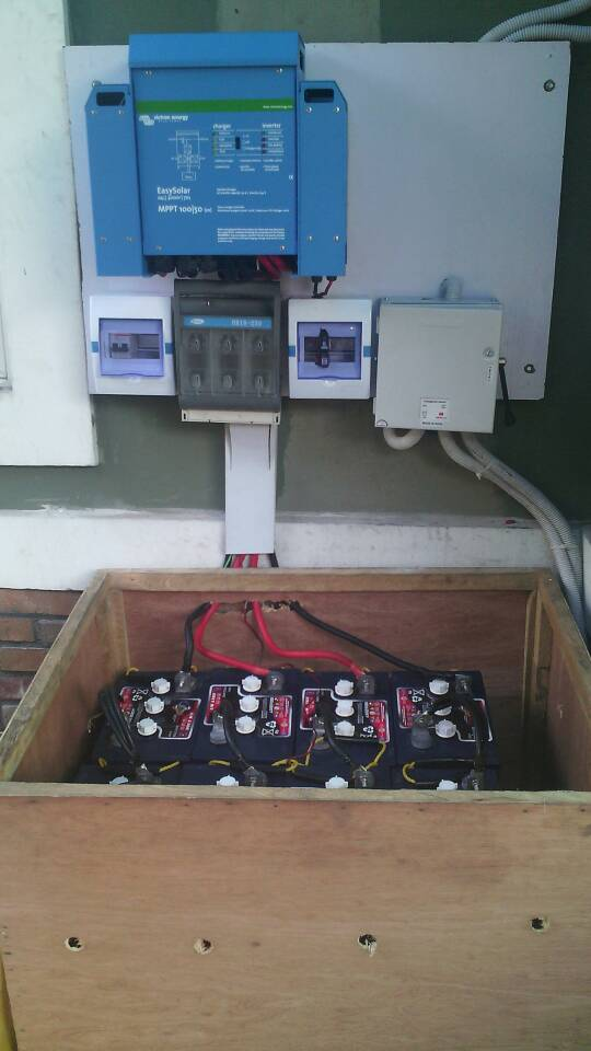 Victron Energy EasySolar with US Battery MFG L16