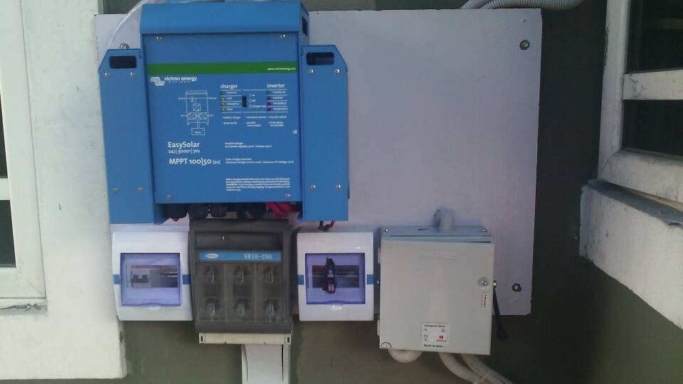 Victron Easy Solar 3000 MPPT 100/50